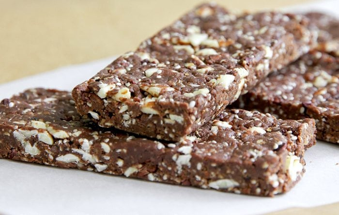 Raw, gluten-free, sugar free, organic breakfast bars Clean Plates recommends.