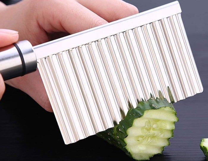 Crinkle cutter