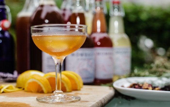 Cocktail made with kombucha
