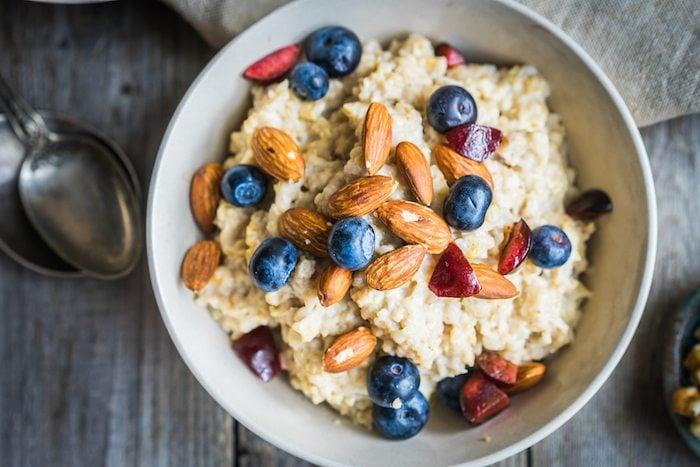 oatmeal-yogurt-berries-almonds